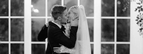 Джастин и Хейли Бибер чувственно поздравили друг друга с годовщиной свадьбы