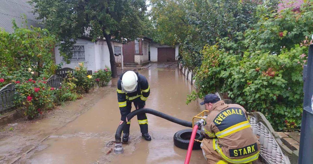В Херсонской области продолжают преодолевать последствия торнадо и дождя: фото