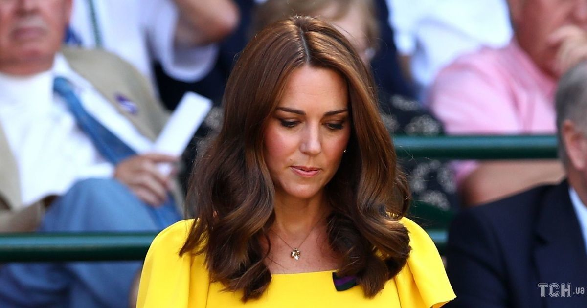 Повторила образ: герцогиня Кембриджская снова надела свое любимое желтое платье от Dolce & Gabbana