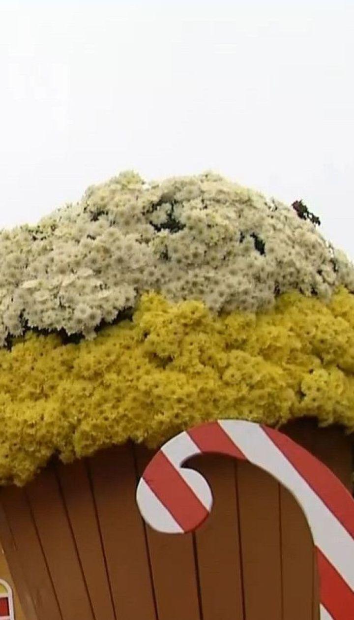 Квіткові смаколики: на Співочому полі з хризантем створили солодкі композиції