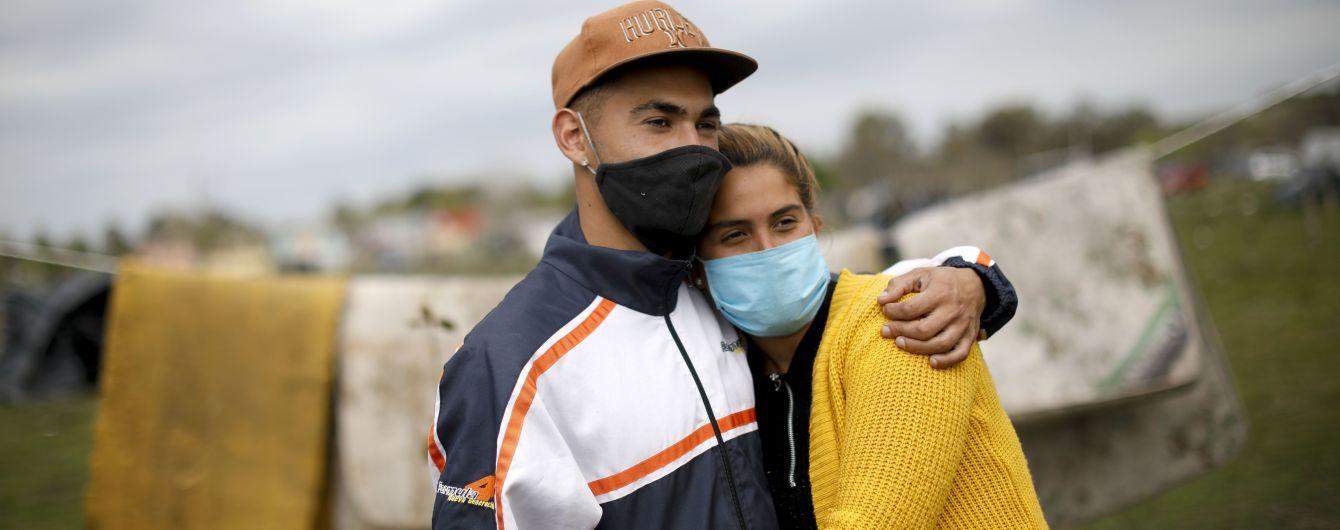 Коронавірус не вщухає: Париж оголосили зоною максимальної небезпеки, а в Чехії ввели надзвичайний стан
