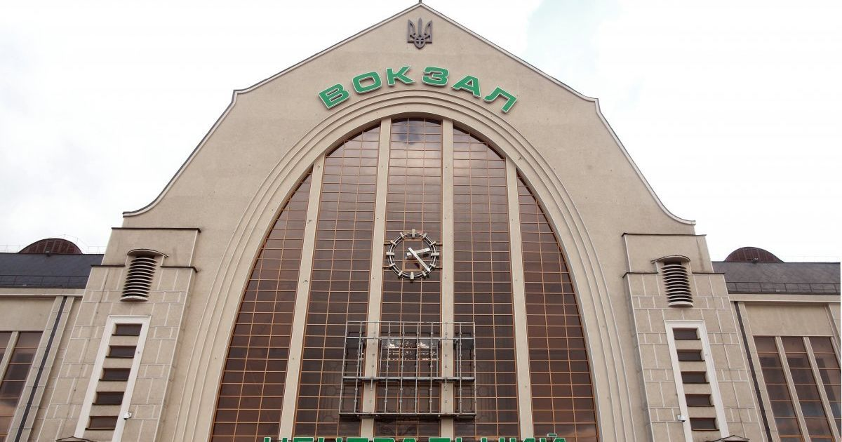У Києві посеред дня на залізничному вокзалі сталася стрілянина: поранено жінку