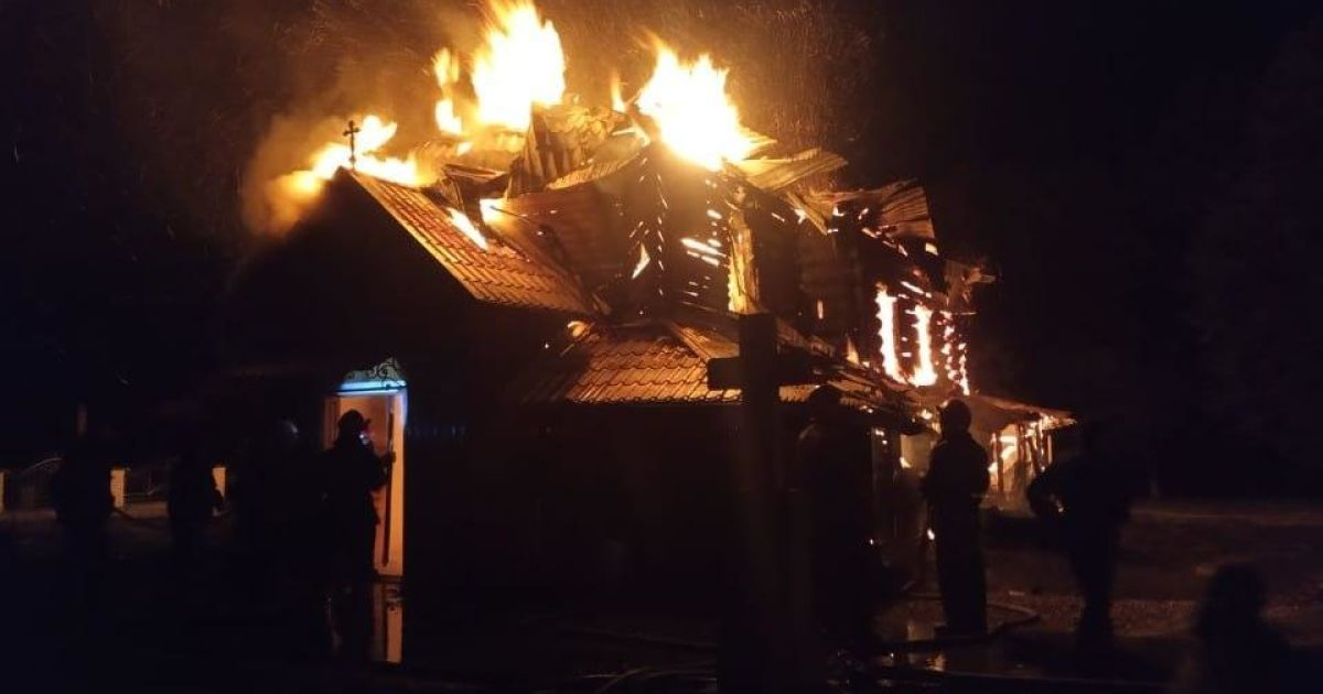 В Ивано-Франковской области горела старинная церковь