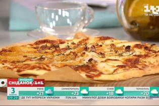 """Сладкое или соленое: в """"Сніданку"""" приготовили пиццу с грушей"""