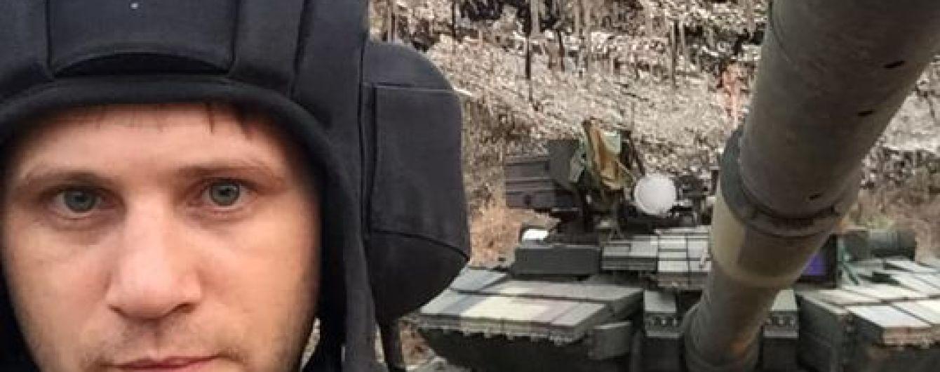 Звільнений з 5-річного полону бойовиків танкіст знову повернувся на фронт