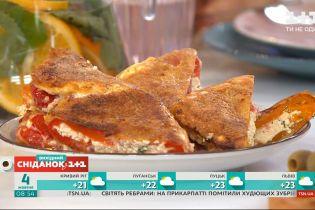 Готовим болгарское блюдо: перец, фаршированный брынзой