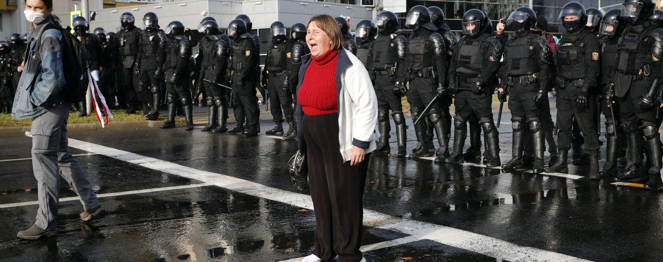 В Беларуси не утихают протесты: на митинги выходят десятки тысяч людей в разных городах страны