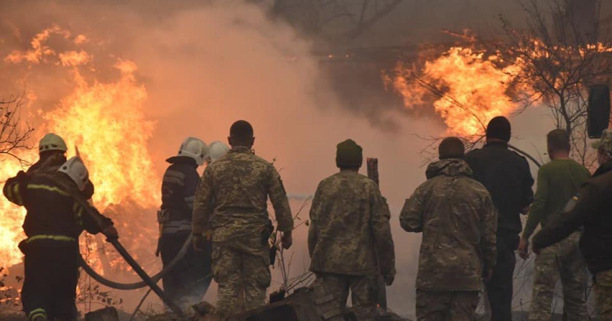 """""""Навіть поховати нічого"""": нові подробиці про пожежу в Луганській області, що триває п'яту добу"""