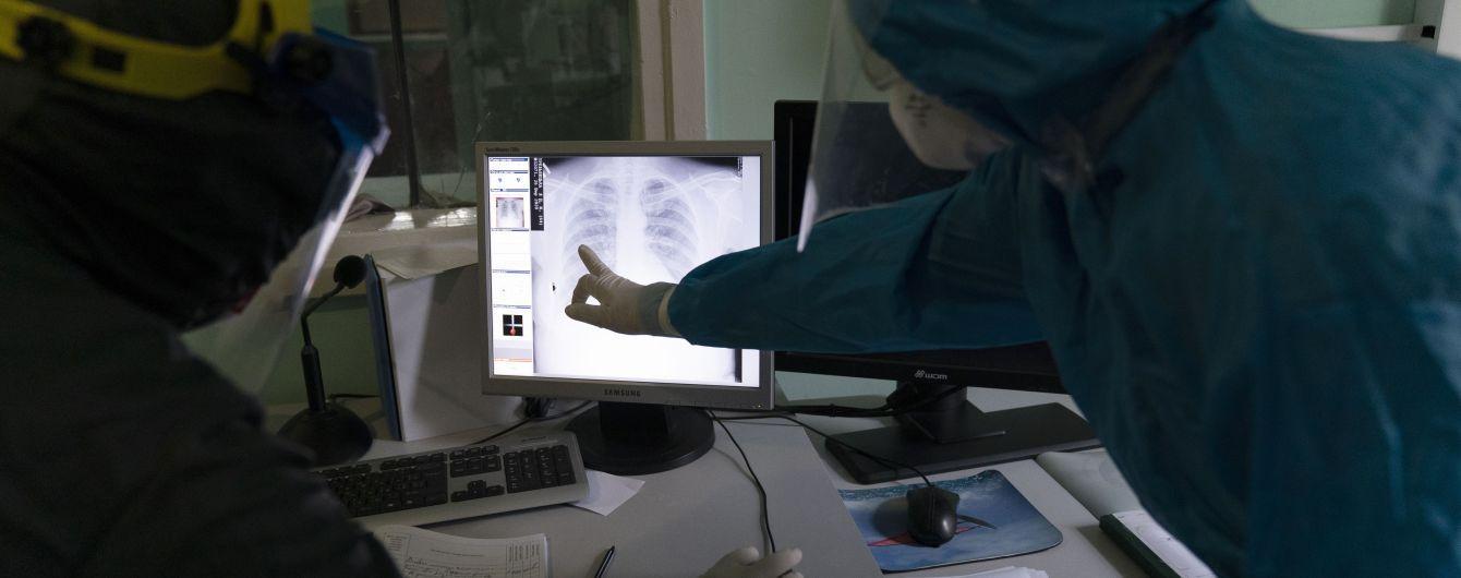 """За крок до колапсу: в одеських лікарнях бракує місць для хворих на коронавірус, а """"швидкі"""" відмовляють у шпиталізації"""