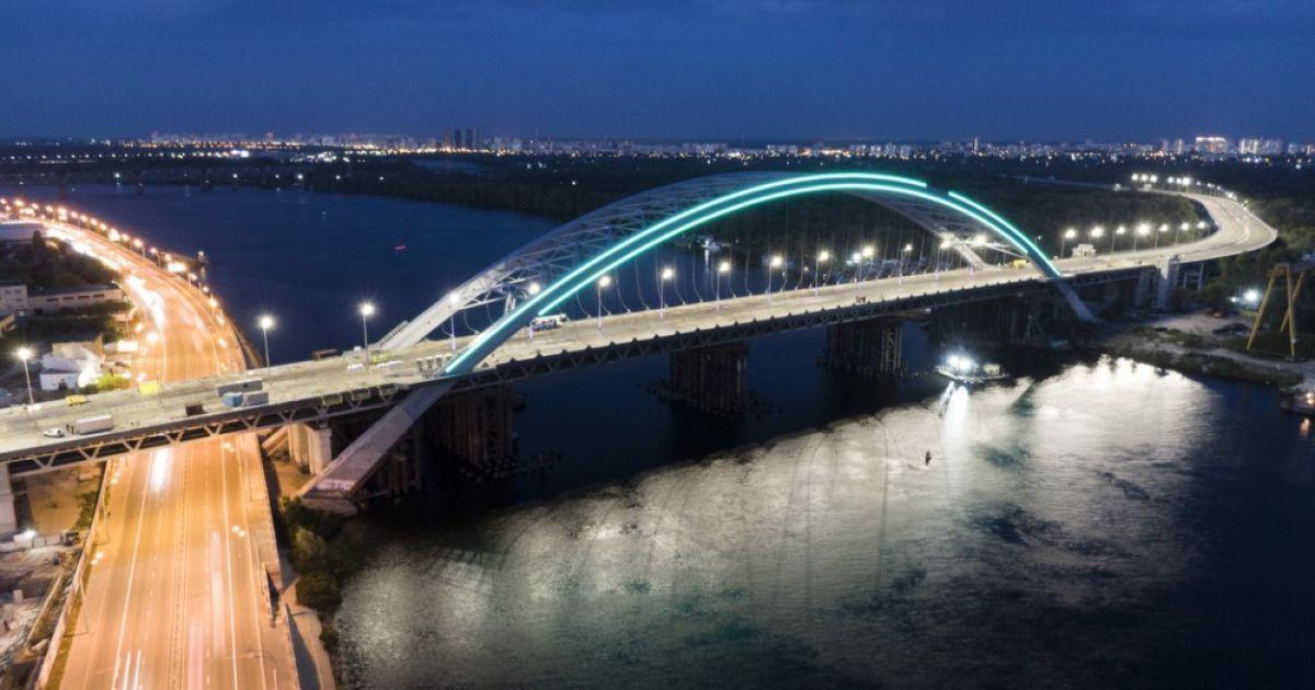 На Подільско-Воскресенському мості увімкнули підсвітку, його відкриють вже у найближчі місяці, - мер Кличко