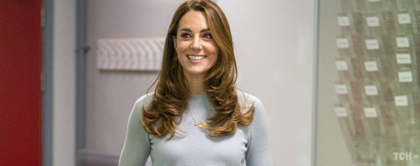 Яка струнка: герцогиня Кембриджська в елегантному аутфіті справила фурор на зустрічі в Лондоні