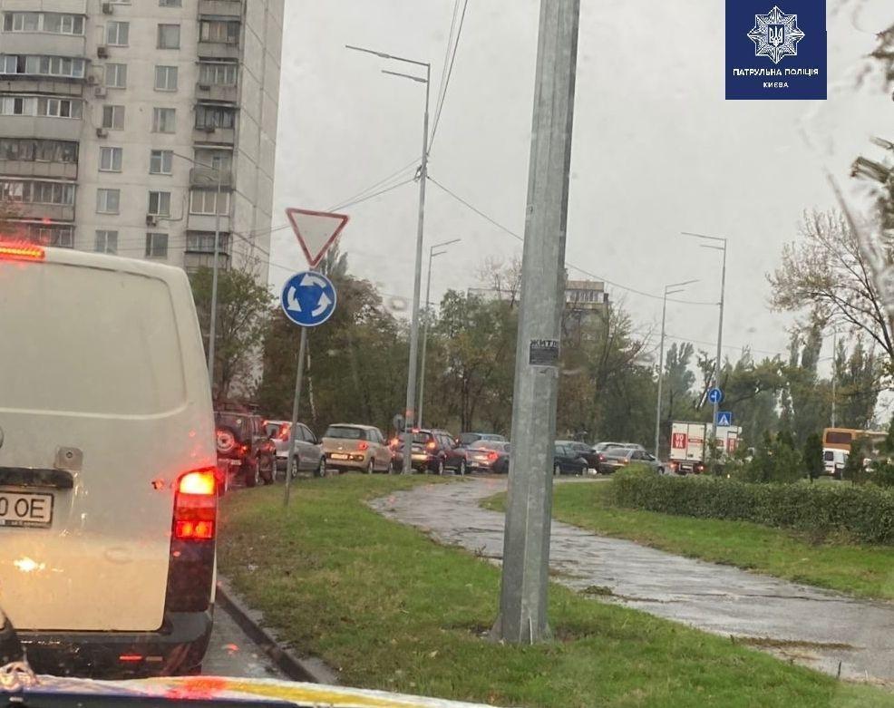 ДТП на Дарницькій площі