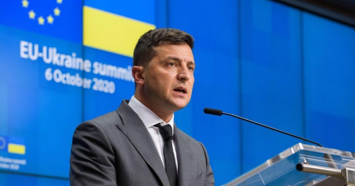 Зеленский анонсировал на участках во время голосования мини-референдум с 5 вопросами для каждого
