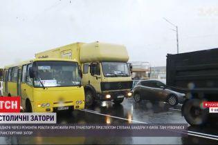 Движение ограничено: в Киеве дорожники начинают ремонт очередного участка на проспекте Степана Бандеры