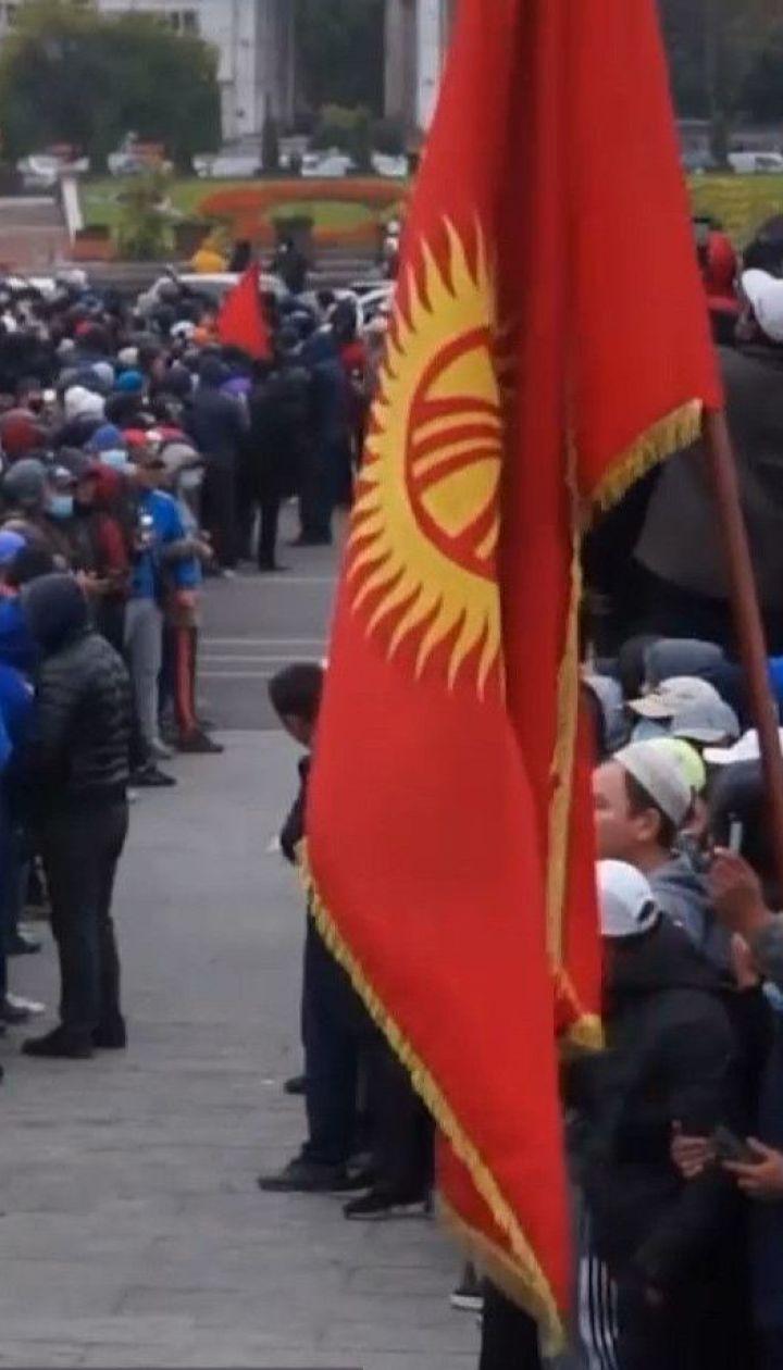 В Кыргызстане с должностей ушли премьер и спикер парламента