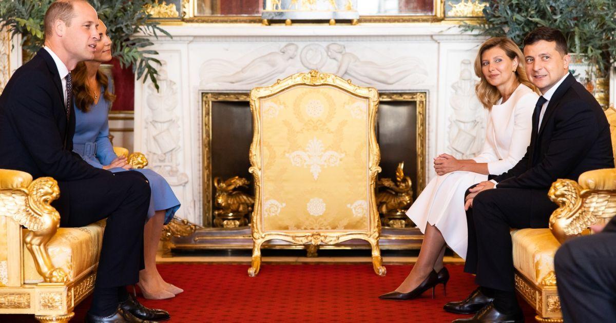 Без масок и рукопожатий: Зеленский начал британский визит с поездки в Букингемский дворец