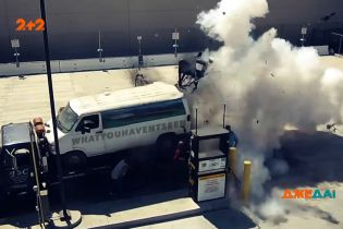 Вибухова заправка: у Каліфорнії прямо під час заправки газом злетів у повітря автомобіль