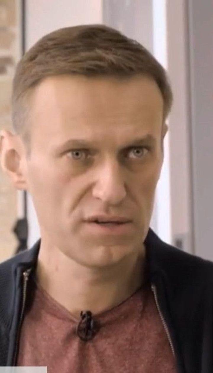 Не может спать и имеет проблемы с мелкой моторикой - Навальный рассказал о самочувствии