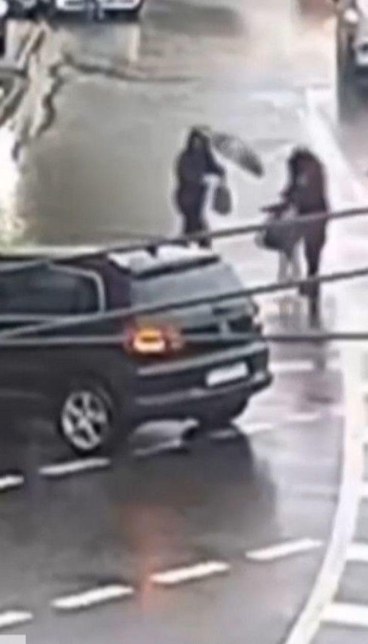 Столична водійка іномарки збила жінку на пішохідці
