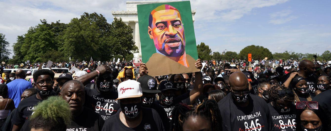 """У США колишнього поліцейського визнали винним у вбивстві чорношкірого Флойда: йому """"світить"""" 40 років в'язниці"""