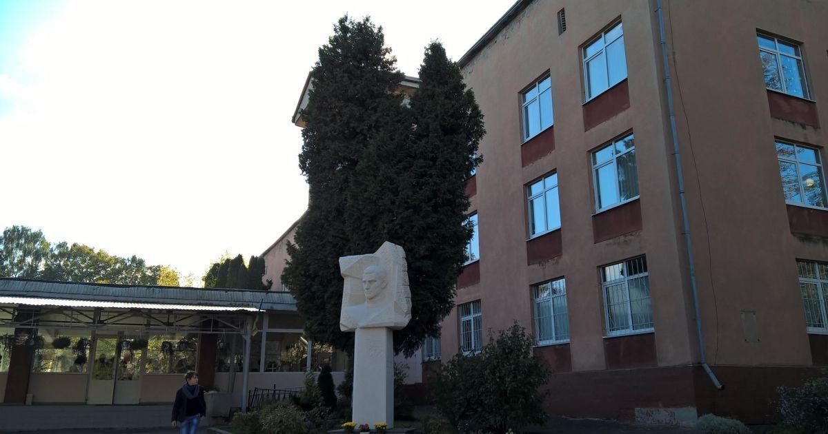 У львівському ліцеї масово похворіли вчителі: учнів відправили на вимушені канікули
