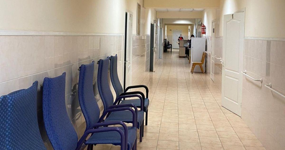 Без направлення - зась: у Кривому Розі побиту грабіжником жінку 7 годин ганяли від сімейного лікаря до травматолога