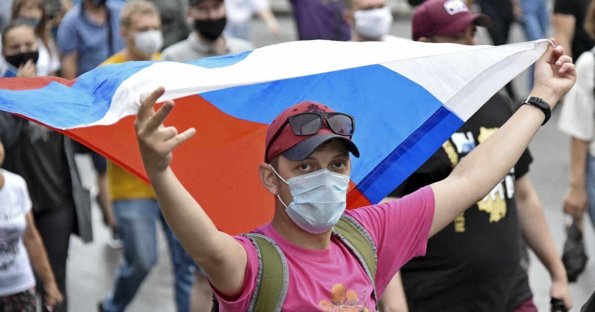 Росія не може впоратися з хворими на COVID-19, влада знову розгортає тимчасові госпіталі
