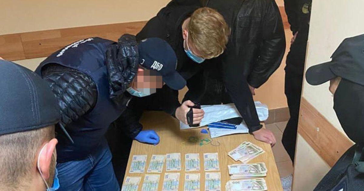Посадовця Нацполіції у Київській області викрито на хабарі у 500 тисяч гривень: з'явилося відео