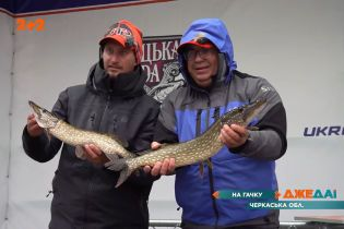 Фестиваль рибалок у Черкасах: професіонали відправились на восьмигодинний марафон