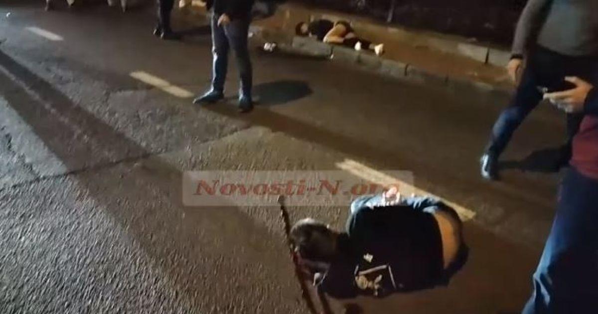 В Николаеве пьяный водитель сбил двух юношей и скрылся с места ДТП