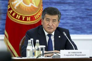 Президент Киргизстану оголосив режим надзвичайного стану в Бішкеку: в місто вводять війська