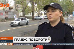 В центре Николаева водитель сбил двух парней и скрылся с места аварии