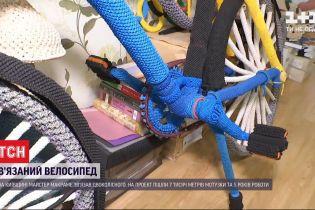 В Киевской области мастер макраме связал себе велосипеда