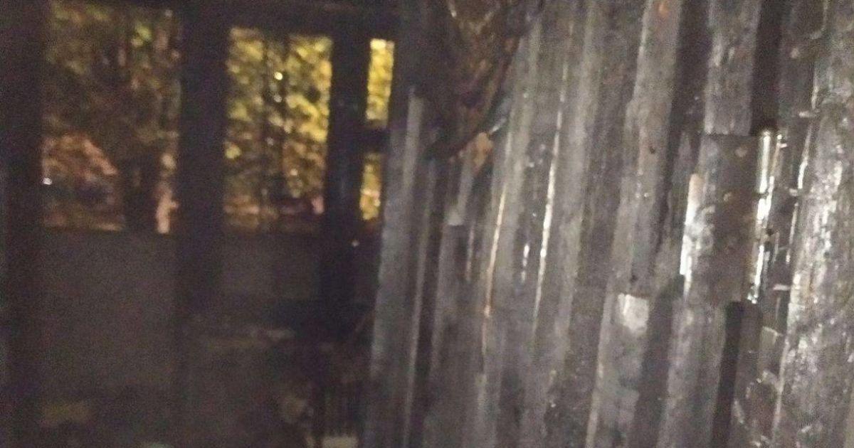 В Харькове в жилом доме произошел пожар: жителей всего подъезда эвакуировали, есть погибший