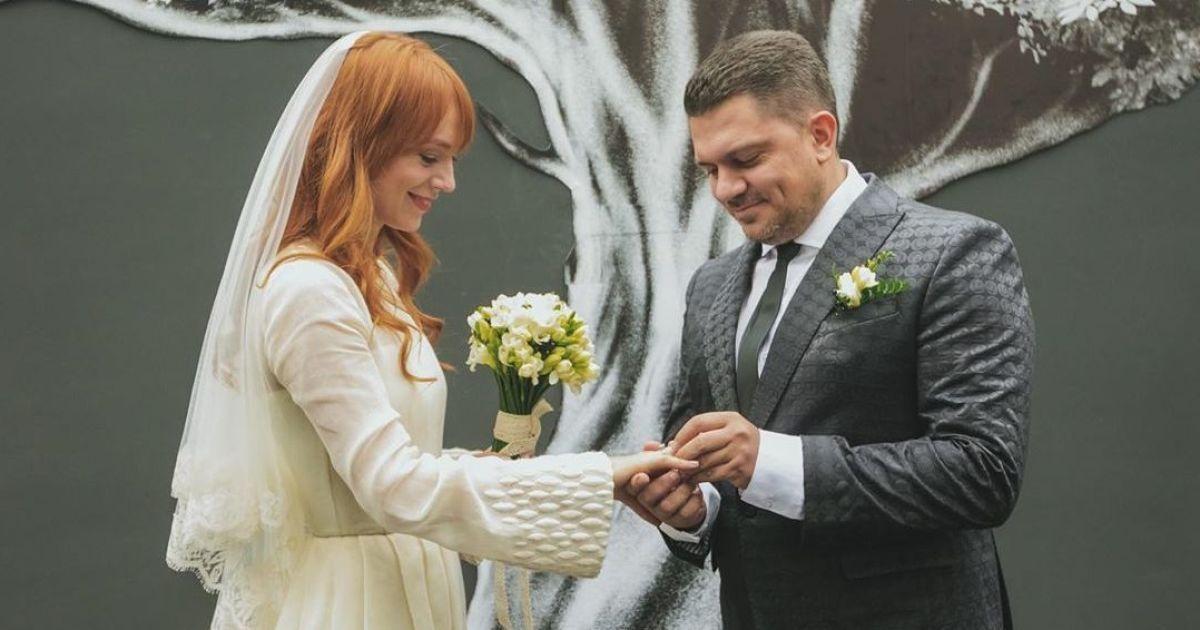 Светлана Тарабарова в честь годовщины поделилась редкими свадебными фото