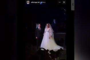 На свадьбе сына Марченко поздравила молодоженов и станцевала под Сердючку