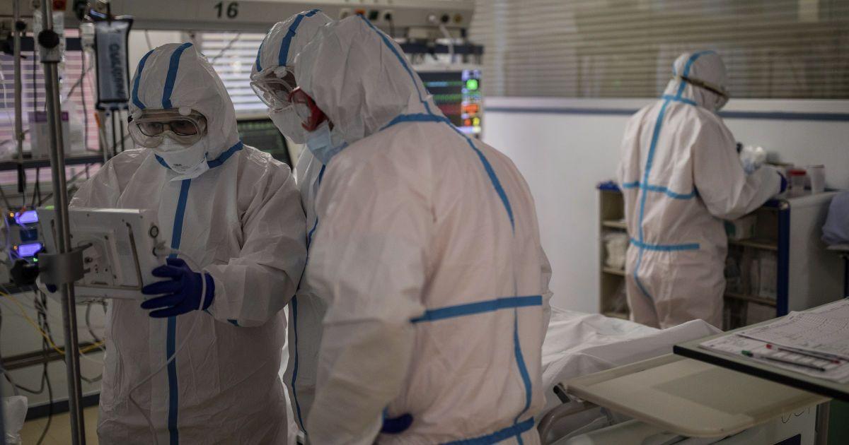 """""""Це трапляється"""": в Україні планують відстежувати повторні випадки захворювання коронавірусом"""
