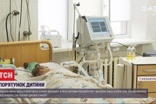 В Хмельницкой области врачи пытаются спасти девочку, которую, вероятно, избила собственная мать