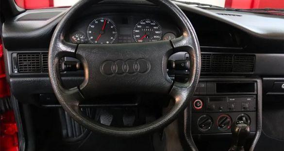 Audi 100, салон