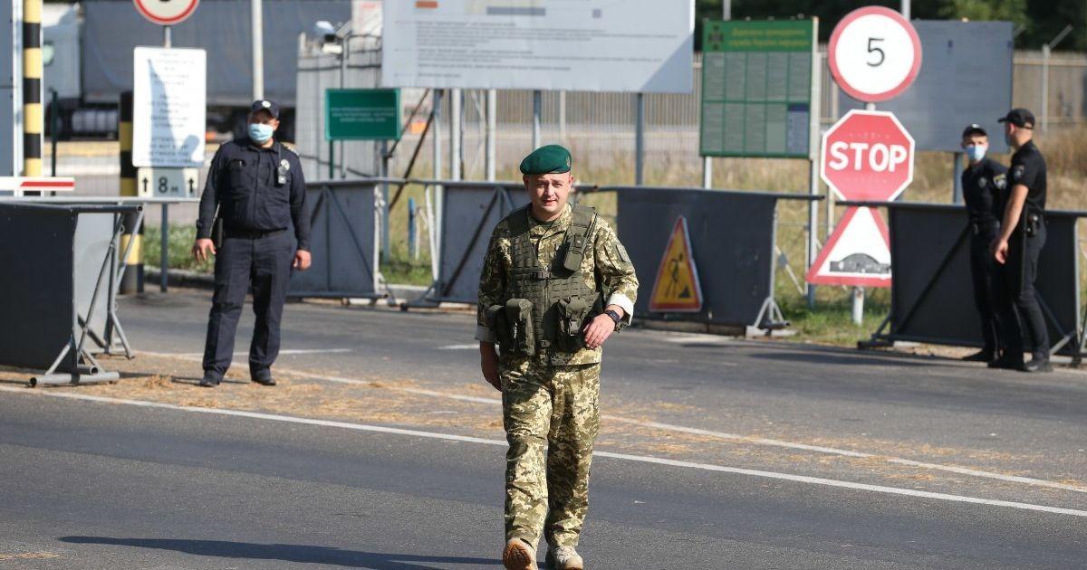 Белорусские пограничники не хотят впускать украинцев в страну: посол назвал причину