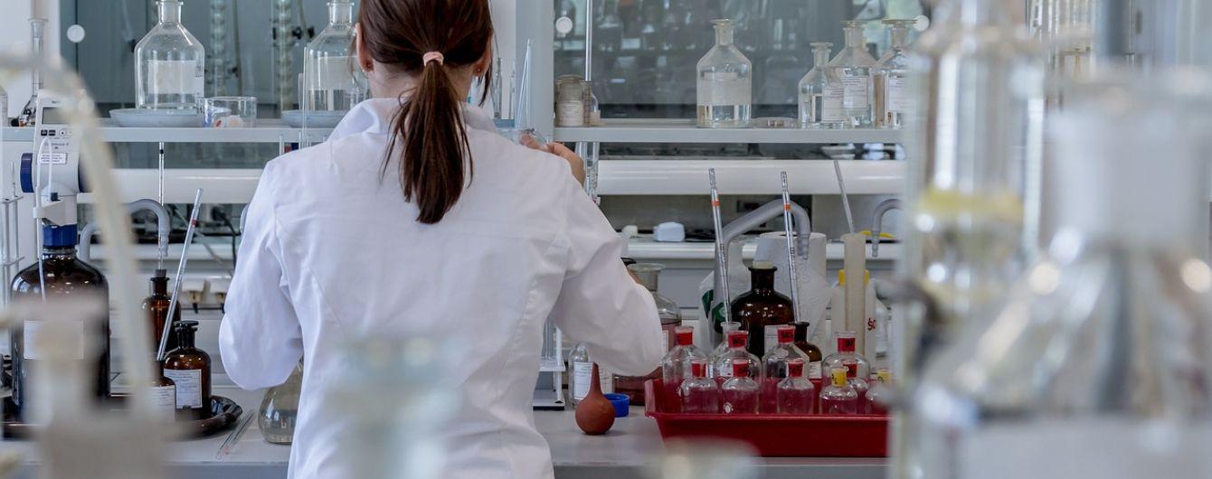 Американська фармкомпанія починає випробування вакцини від коронавірусу на дітях