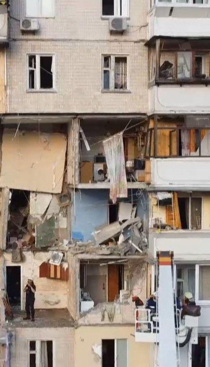 Жителям разрушенной многоэтажки на Позняках разрешили забрать из домов свои вещи