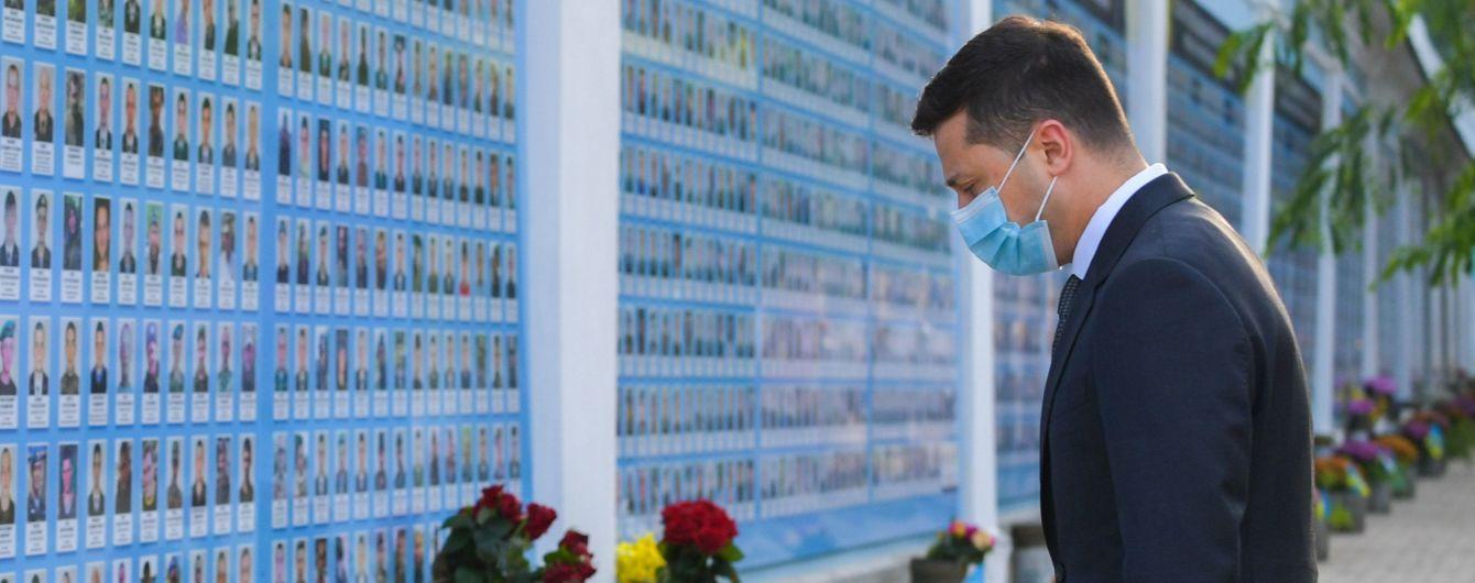 Зеленский почтил память воинов, погибших за независимость Украины
