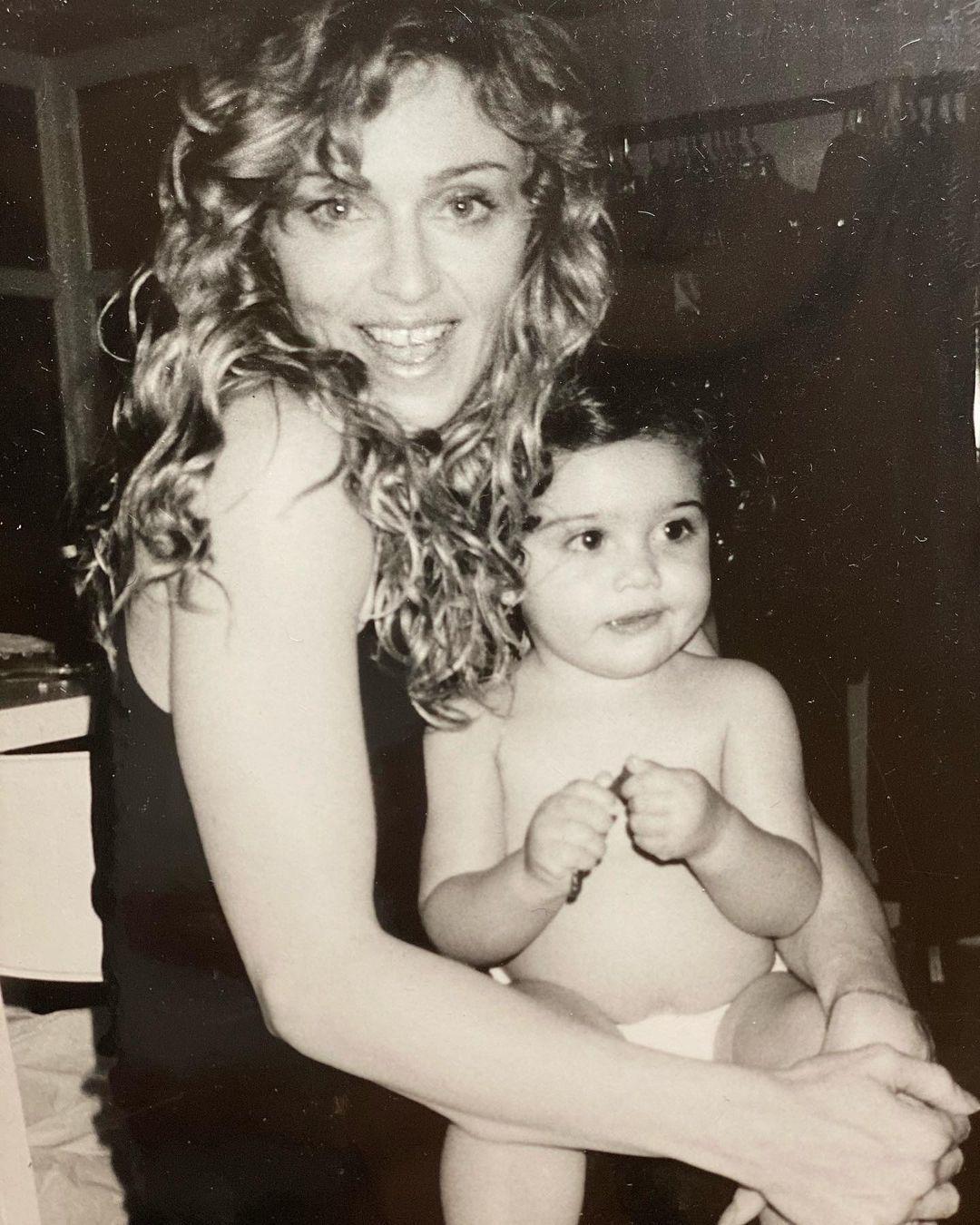 Мадонна з дочкою