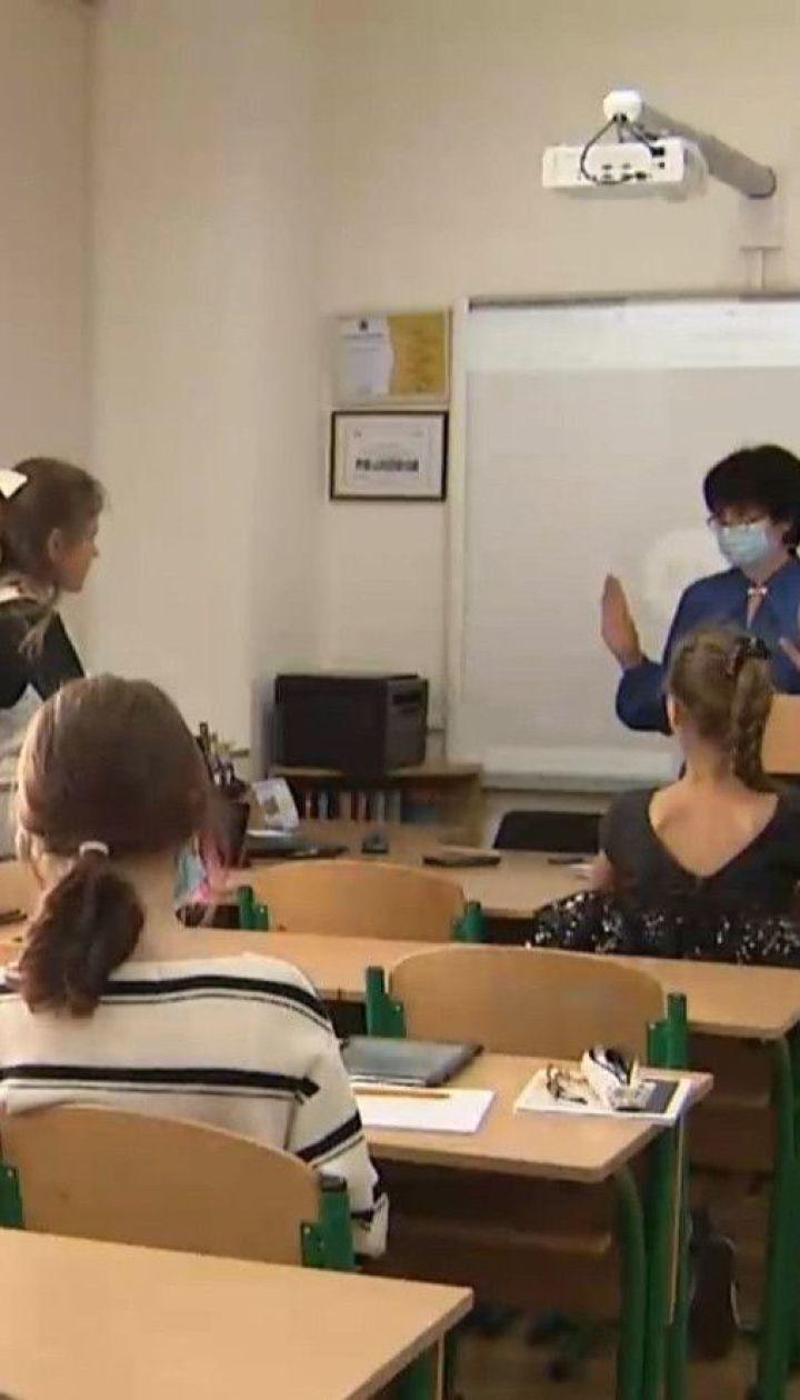 Уряд рекомендує школам піти на канікули, а вишам перейти на дистанційне навчання