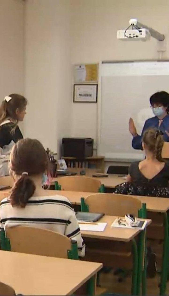 Правительство рекомендует школам уйти на каникулы, а вузам перейти на дистанционное обучение