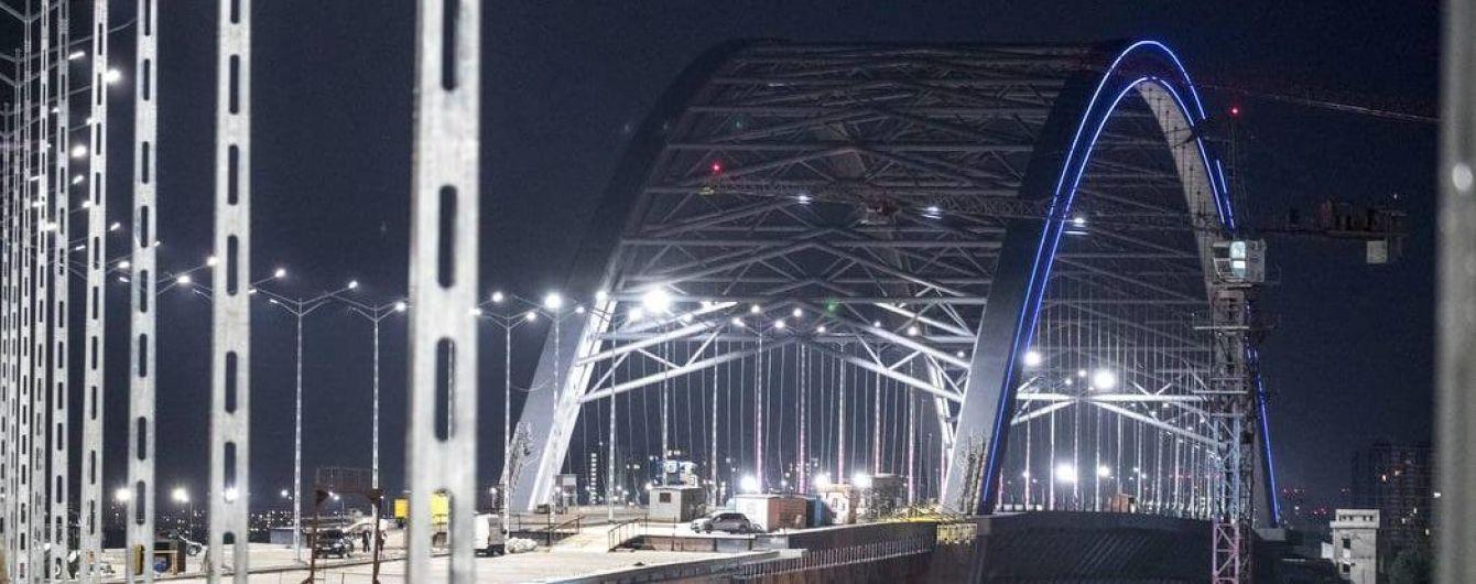 Стало відомо, коли встановлять аркову конструкцію Подільсько-Воскресенського мосту