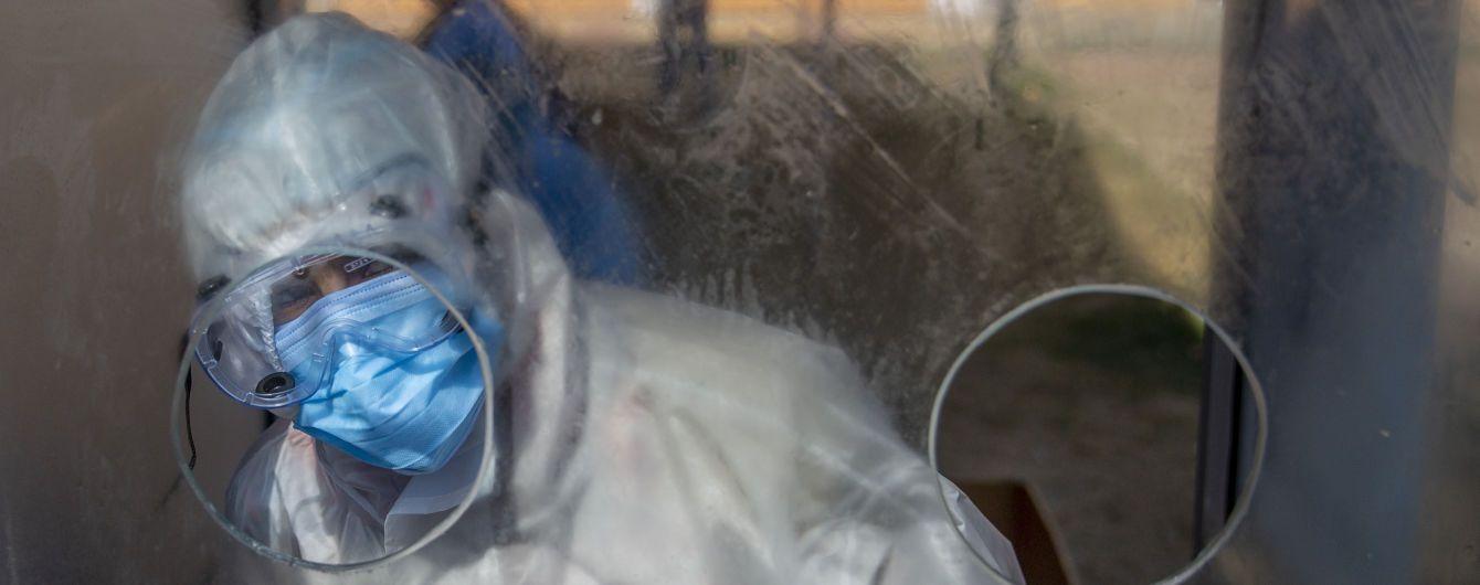 Антирекорди коронавірусу в Україні: чи допоможуть нові карантинні обмеження і чи вистачить лікарням кисню