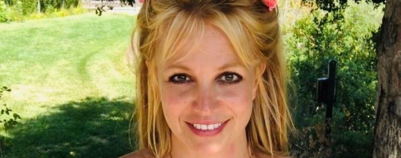 """""""Это точно не Бритни"""": фанатов певицы встревожило ее фото с бойфрендом"""