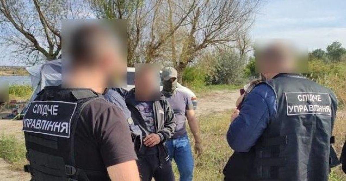 В Одесской области мужчина незаконно переправлял через границу преступников (фото)